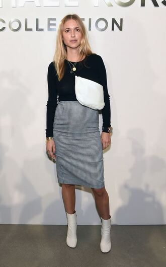 skirt pernille teisbaek blogger midi skirt ankle boots top sweater fashion week 2016
