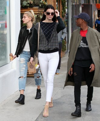 sweater kendall jenner jeans streetstyle sandals shoes