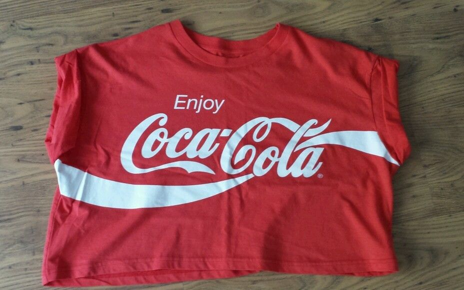 bnwot ladies red cropped coca cola t shirt primark. Black Bedroom Furniture Sets. Home Design Ideas
