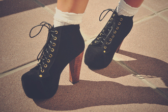 shoes chaussures plateformes large talon noir chaussettes blanches chaussures talons hauts chaussures à lacets platform high heels ankle boots brown shoes black cute high heels black heels high heels boots