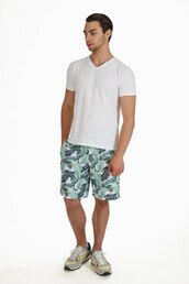 shorts,menswear,mens shorts,floral,flowered shorts,leaves,white,white tee,white t-shirt,mens printed shorts,mens beach shorts,mens summer shorts,summer shorts,modeling