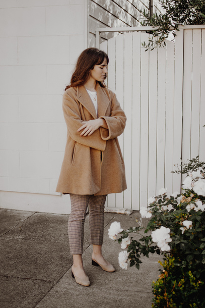 the mop top blogger coat pants t-shirt jewels shoes fall outfits beige coat