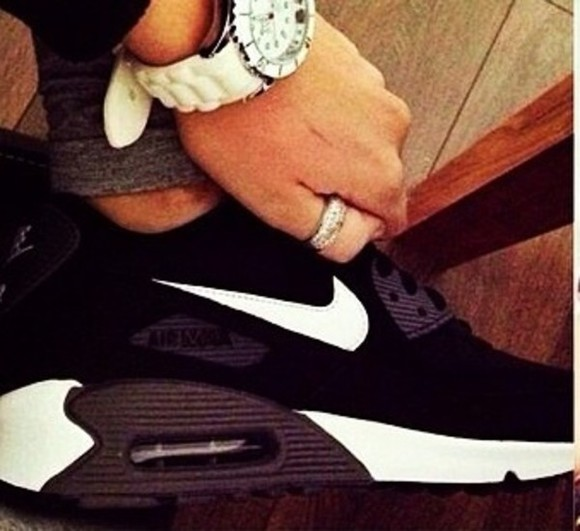 shoes women's black white air maxes