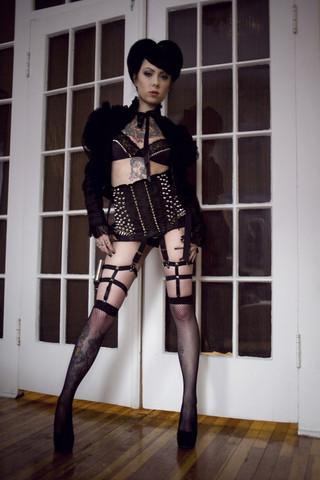 Miss nothing garter set
