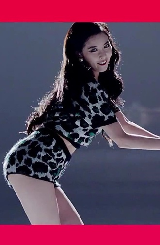 top green hyun ah hyuna crop tops t-shirt shirt shorts high waisted shorts leopard print style set