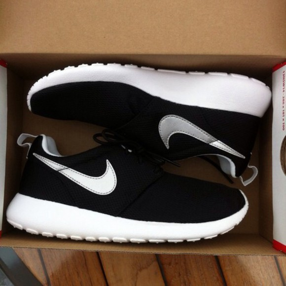 shoes nike nike running shoes nike sneakers sneakers black nike roshe run