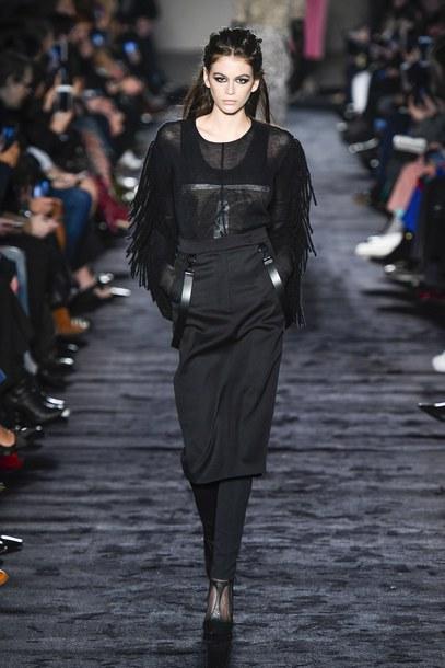 skirt runway model kaia gerber milan fashion week 2018 fashion week all black everything midi skirt top max mara