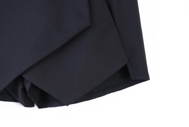 Black Asymmetrical Geometric Pockets Shorts - Sheinside.com