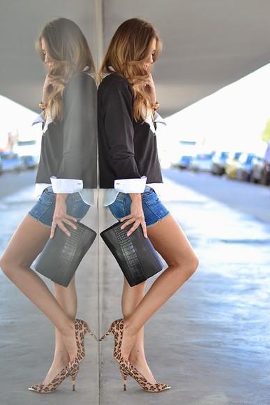 white blouse blogger bag jewels make-up t-shirt mi aventura con la moda quote on it denim shorts