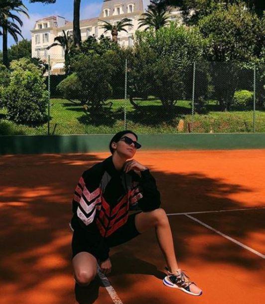 jacket sneakers model off-duty sportswear sporty kendall jenner kardashians instagram sunglasses