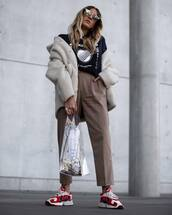 shoes,sneakers,pants,cropped pants,black t-shirt,coat,faux fur coat,sunglasses,transparent  bag