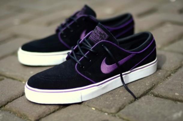 shoes baskettes nike noires et violettes