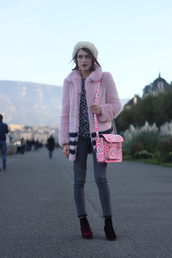 la petite anglaise,blogger,jeans,jewels,bag,satchel bag,faux fur jacket,baby pink,coat,sweater,shoes,hat,pink coat,white fur hat,fur hat,fur coat,pink fur coat,printed bag,grey jeans,ankle boots,winter outfits,winter look