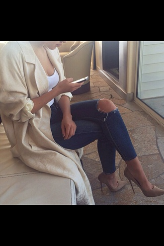 coat cream jacket duster coat pattern ripped jeans jeans white top white duster coat pants shoes