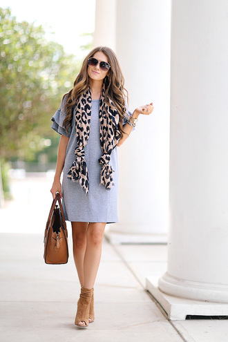 southern curls and pearls blogger scarf bag shoes jewels sunglasses make-up