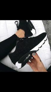 shoes,nike,air max,nike shoes,nike sneakers,black,white,black shoes,nike air max 90,low top sneakers