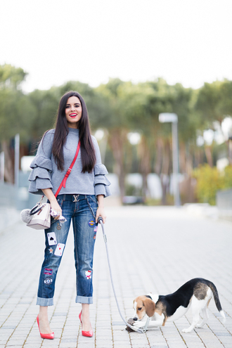crimenes de la moda blogger sweater belt jeans bag shoes louis vuitton high heel pumps pumps red heels spring outfits