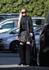 top,skirt,mini,mini skirt,pleated,turtleneck,boots,all black everything,khloe kardashian,kardashians