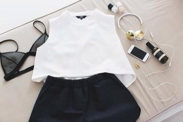 blouse white earphones jewels golden earphones shorts top black short classy bikini bra classic