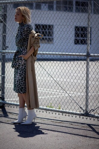 the fashion sight blogger top skirt coat shoes trench coat ankle boots spring outfits
