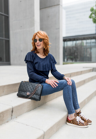 themiddlepage blogger t-shirt jeans shoes bag