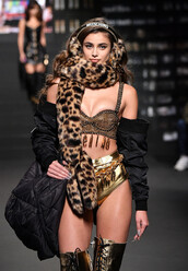 scarf,Taylor hill,model,bra,underwear,animal print,leopard print