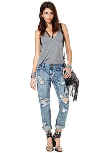 jeans boyfriend jeans ripped jeans blue black bralette black bralette cut out top tank top grey fringed bag