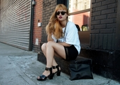 la vagabond dame,t-shirt,skirt,jewels,sunglasses,shoes