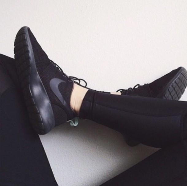 all black nike shoes women