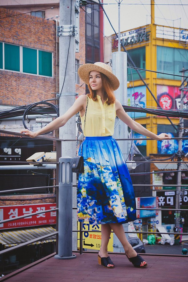 gvozdishe blogger skirt sunglasses bag