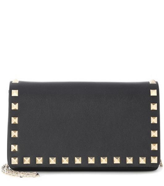 Valentino Garavani Rockstud leather shoulder bag in black