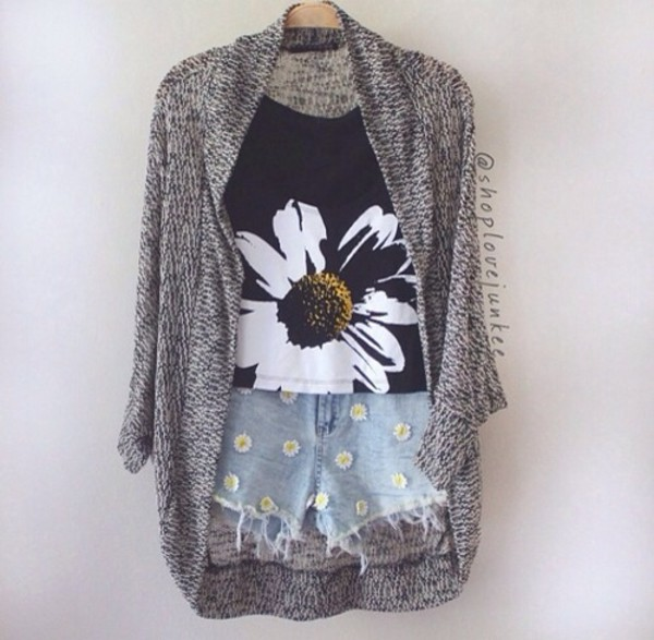 sweater summer summer outfits summer top summer pants cute cute sweaters cute outfits oversized cardigan floral floral tank top vans tank top shorts shirt daisy shirt daisy shorts cute outfits summer outfits cardigan knitted cardigan denim shorts daisy daisies jean shorts grunge top