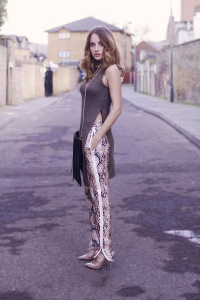 at fashion forte blogger snake print pants slit top high heels top pants jewels bag shoes slit pants
