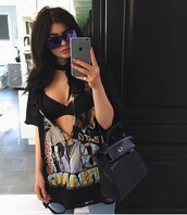 t-shirt,kylie jenner,black,top,bra,sunglasses,purse,kardashians,instagram,shirt,blouse,sexy,i need this help,kylie jenner shirt