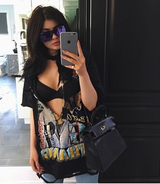 t-shirt kylie jenner black top bra sunglasses purse kardashians instagram shirt blouse sexy i need this help kylie jenner shirt