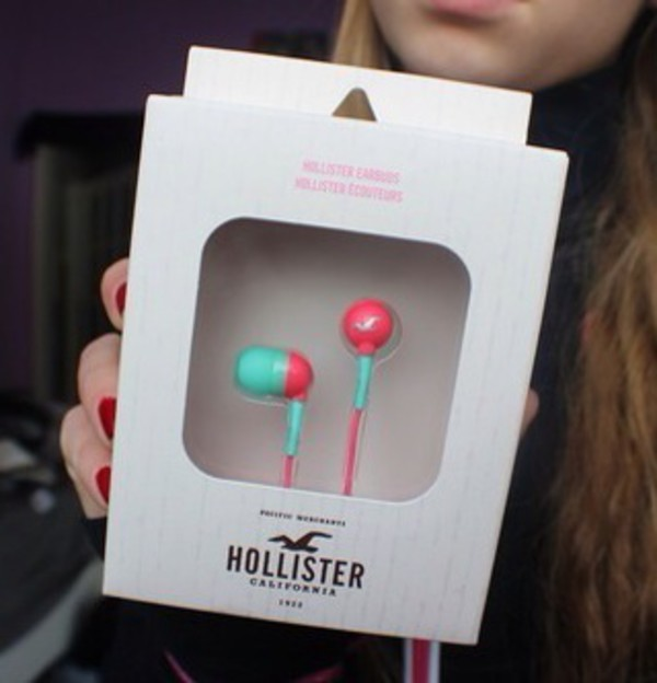 technology hollister earphones