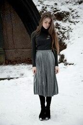 skirt,tumblr,pleated skirt,metallic pleated skirt,metallic,silver,midi skirt,sweater,grey sweater,turtleneck,turtleneck sweater,boots,black boots