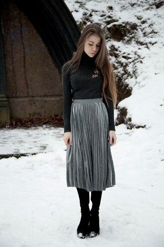 skirt tumblr pleated skirt metallic pleated skirt metallic silver midi skirt sweater grey sweater turtleneck turtleneck sweater boots black boots