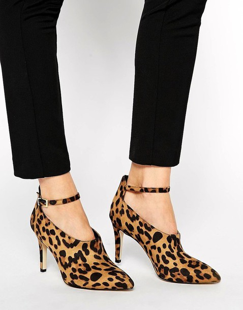 le fashion blogger leopard print high heels