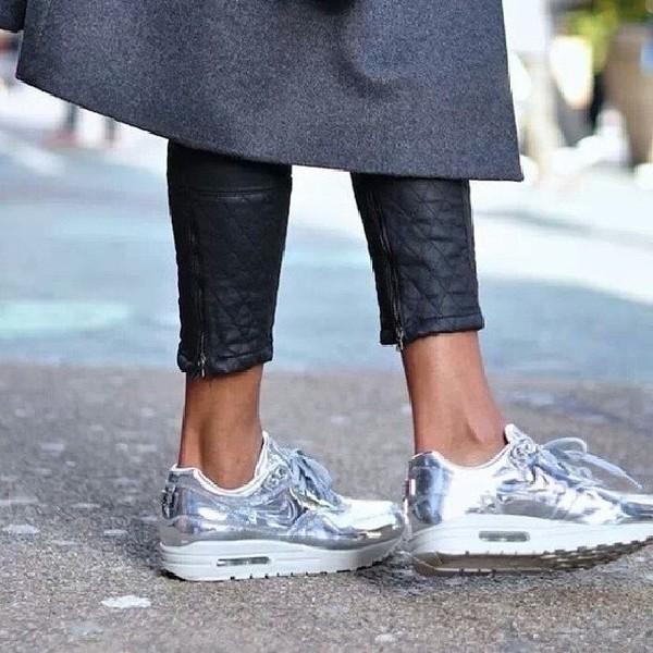 shoes sneakers nike nike air max 1 argent? silver pants nike air nike running shoes roshe runs air max