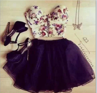 shirt tank top skirt shoes jewels floral top high heels dress t-shirt brown blouse flowers girly belly shirt crop tops tumblr girl floral heels crop top bralette skater skirt frount zip black tutu top cute bralette outift bra bustier crop top white roses floral bustier