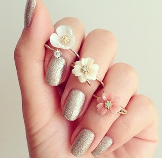 jewels ring jewelry jewelry ring hipster jewelry rings and tings the bling ring gold ring rings cute summer gold gold jewelry gold midi rings flowers flower ring nail polish nails nail art gold nails girl girly girly wishlist tumblr girl instagram instafashion fashion statement ring metallic nails