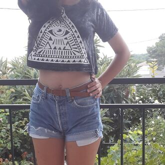 pyramid eye of providence eye of pyramid camden market lovely top grey vintage boho chic indie hipster spring levi's levi's shorts levis short high waisted shorts belt brown belt iloveit barcelona soft grunge hippie