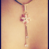 jewels,flower necklace
