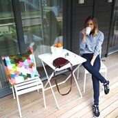 the fashion eaters,blogger,jeans,bag,adidas shoes,blue shirt,skinny jeans