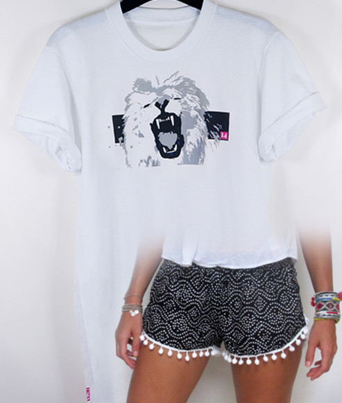 t-shirt white white tshirt crewneck lion 14 impression14.com casual rolled sleeves lion king loose tshirt shorts tassles tassled shorts black and white los angeles lovely pepa american apparel american apparel T colourful braclets cute colorful rihanna kim kardashian emma watson jewels aztec