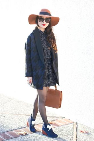 blogger it's not her it's me sunglasses felt hat houndstooth polka dots dress satchel bag navy
