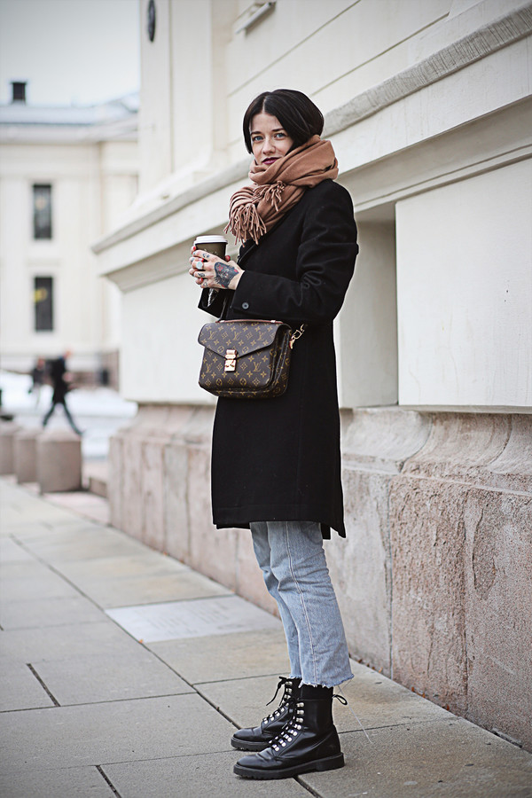coat, tumblr, black coat, scarf, pochette metis, louis ...