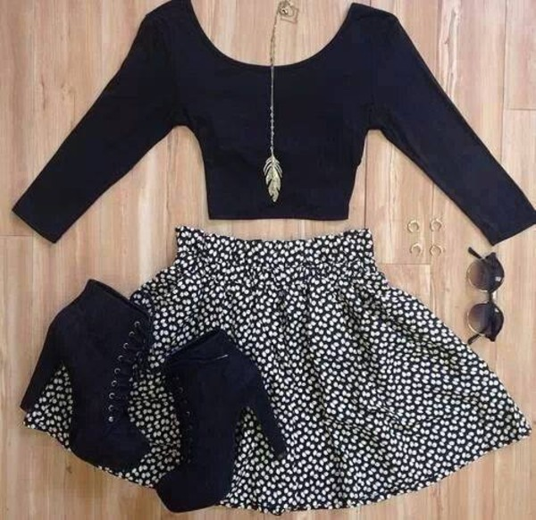 t-shirt jewels skater skirt skirt black white shoes high heels summer outfits gold feathers