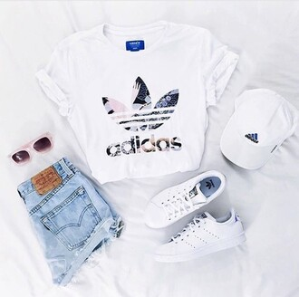shirt adidas white white shirt adidas originals floral adidas shirt white t-shirt outfit adidas superstars cap hat t-shirt crop tops